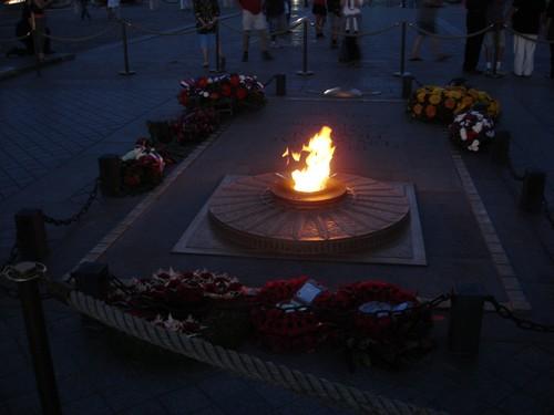Sous l'Arc de Triomphe le 20 août 2010