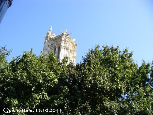 La tour saint-Jacques à Paris